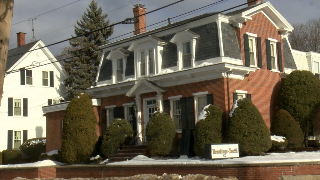 Lift mishap injures 2 at Bangor funeral home