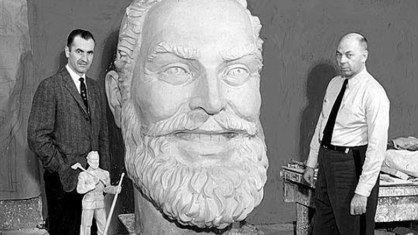 Designer of Paul Bunyan statue has died